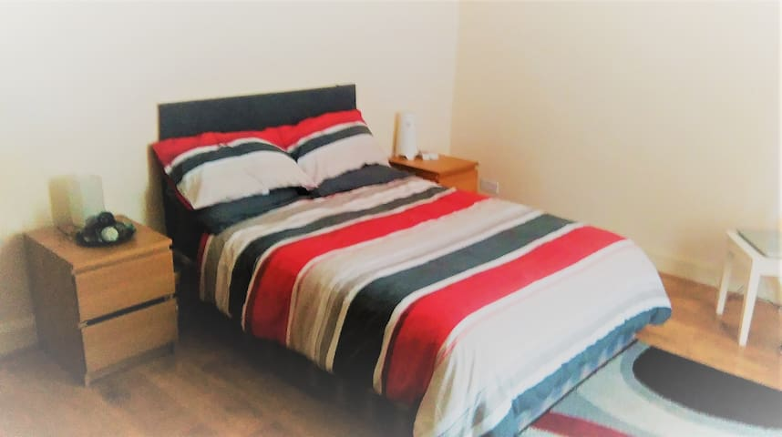 OPPORTUNITY! Double Room in residential house..