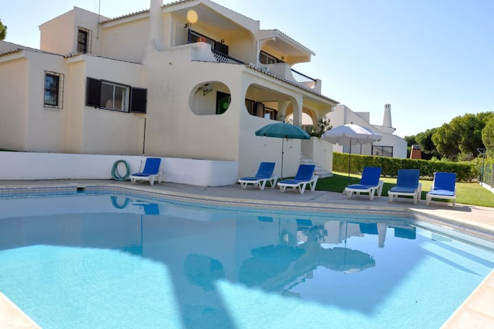 Cozy Holiday Home in Vilamoura with Private Swimming Pool