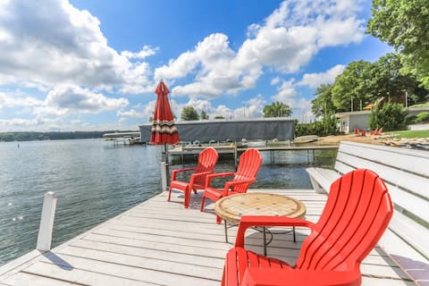 *NEW* Wonderful Delavan Lakefront Cottage with Private Pier