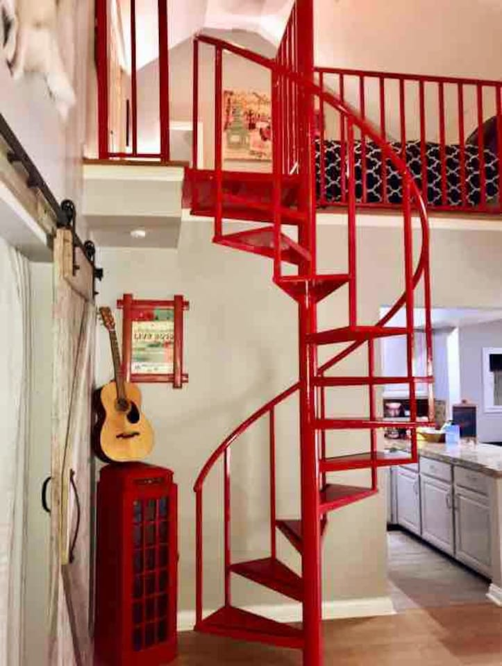 2 Bedroom Loft, Top Floor, Red Spiral Staircase, 18ft Wood Wall, previous home to a Celebrity Chef. Setting for Concerts, Music Videos, & Movies. 4 queen beds, permitted & sleeps 8, if you're comfortable sharing the bathroom! I lived here & loved it!