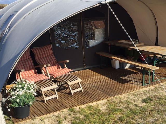 Oost-Vlieland, Stortemelk, De Waard tent