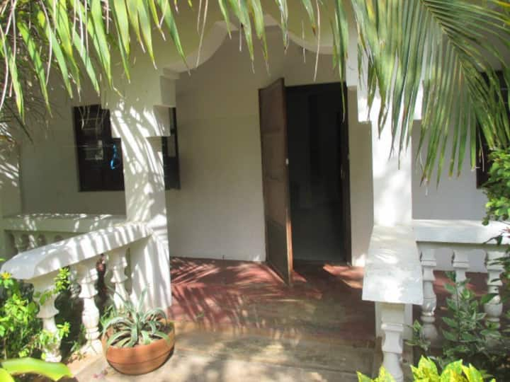 NUNGWI BEACH FARIDU ROOMS WITH AC FOR 3PEOPLE