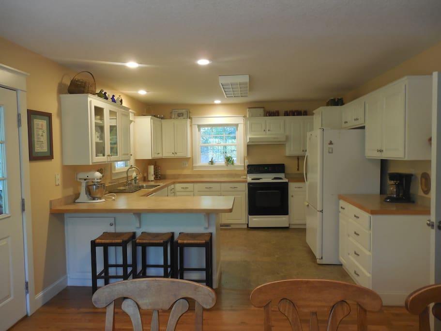 A full kitchen to enjoy.