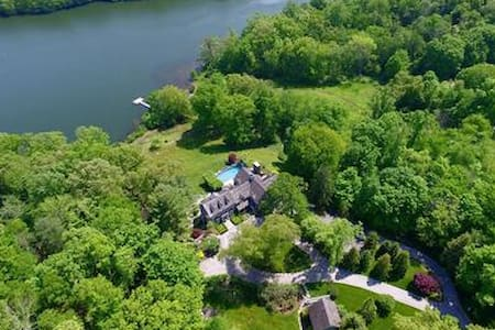 Lakefront Estate in Westchester - Waccabuc - Дом