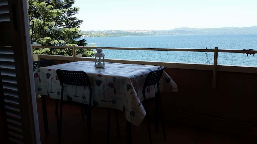 romantic studio with lake view - Anguillara Sabazia - Apartamento
