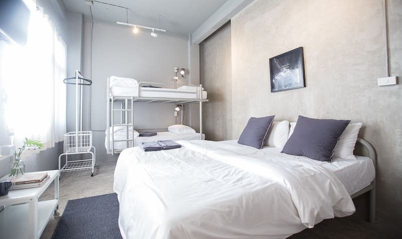 Private Room 3 - 4 Persons, China Town Shared BR