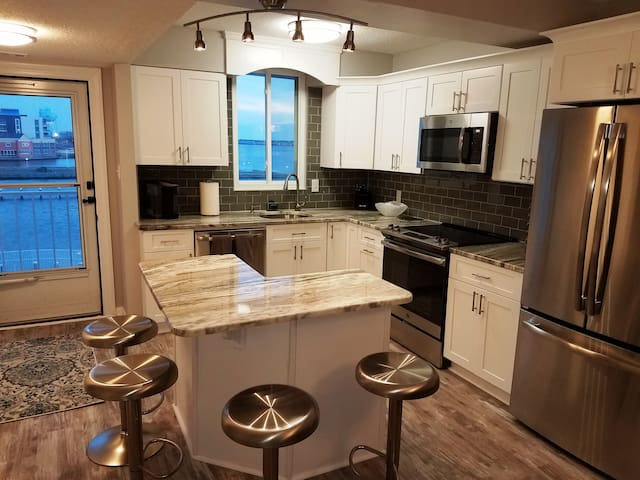 Completely Renovated Luxury Bay Front Condo