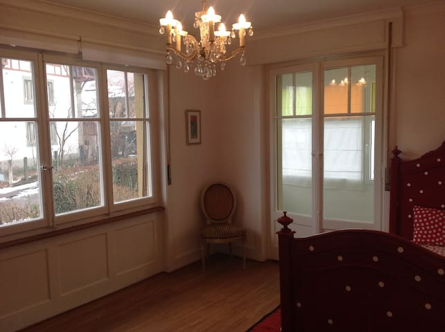 bedroom with private bath - Fribourg - Huis