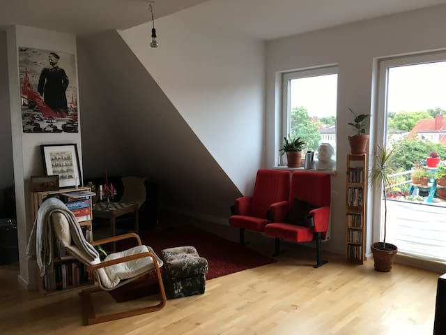 Zimmer in helldurchfluteter Dachgeschosswohnung