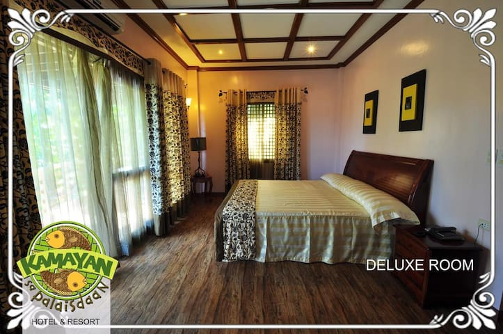 Kamayan Sa Palaisdaan Hotel and Resort