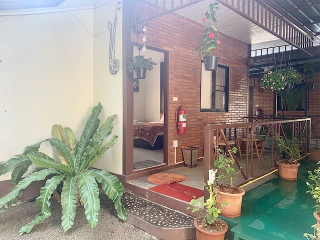 SWEET GARDEN COTTAGE IN THE HEART OF NIMMANHAEIM