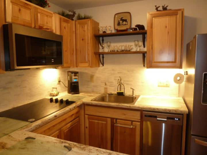 OVERSIZED  PERFECT COUPLES RETREAT ALL NEW KITCHEN