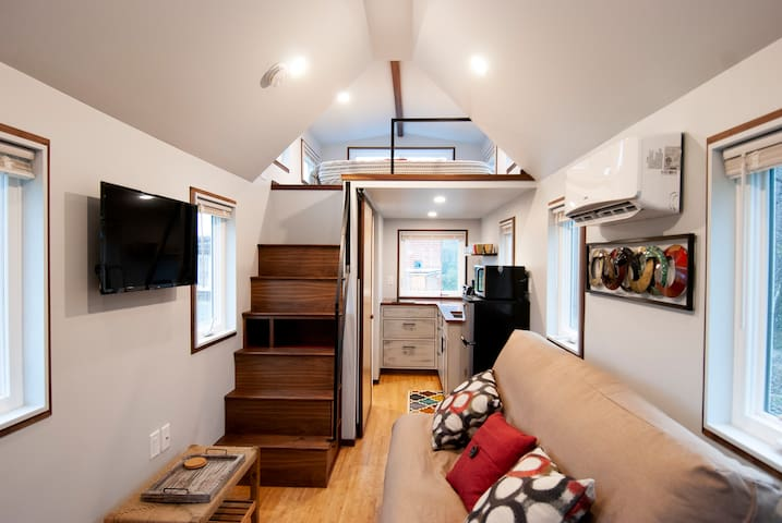Looking Glass Cottage: Tiny Home Outside Asheville