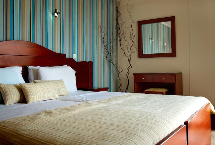Classic Room with Partial Lake View - Akti Hotel Ioannina