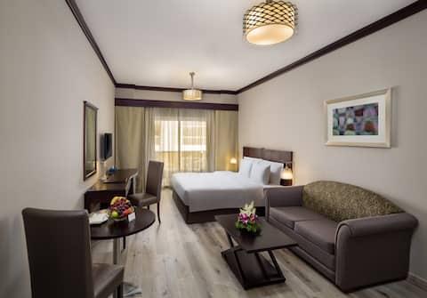 Couple Friendly Private Room Dubai | Studio Ref107
