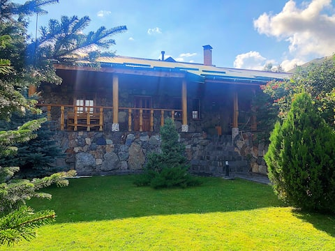 """""""AM House"""". Умиротворение кавказских гор."""