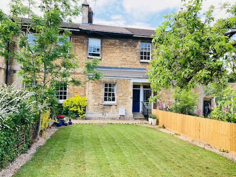 A Charming Two Bedroom Cottage near Burghley Park