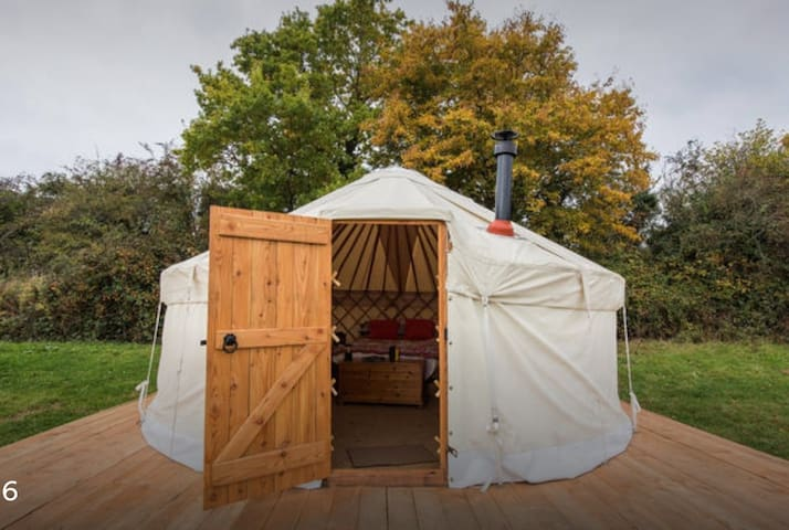 Luxury Yurt 2 at Hale Farm Campsite - Chiddingly - Tenda
