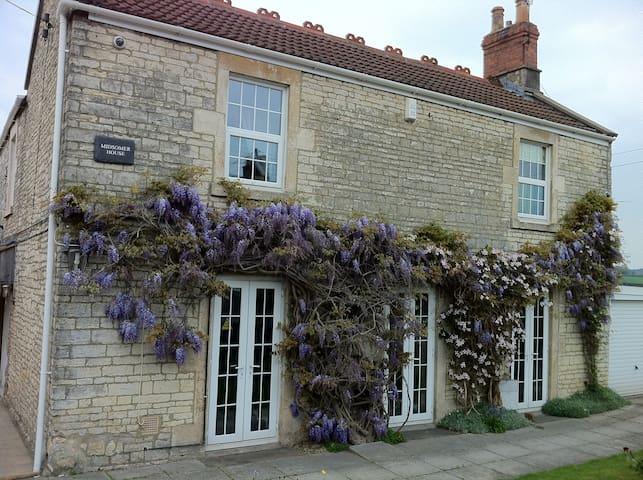 Midsomer House, Sleeps 16, Hot Tub, Near Bath