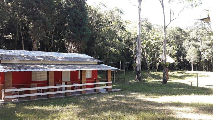 Linda casa na mata Atlantica - bananal - House