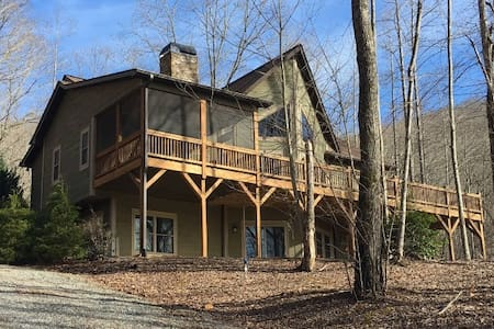 Mountain View Home on 10 acre adj. to Ntnl Forest!