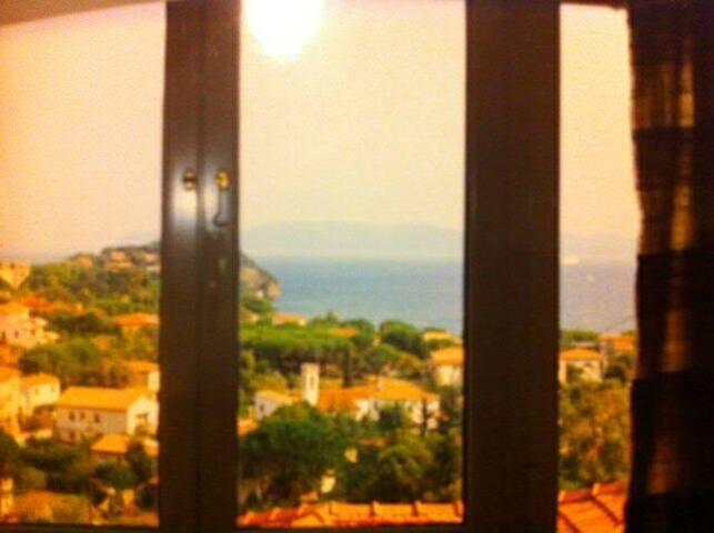 Tuscany's island - Cavo - บ้าน