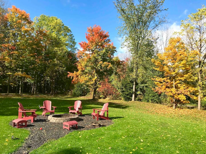Fall Colours Galore- 2 acre retreat