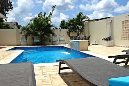 Gorgeous and affordable apartment with pool - Oranjestad - Byt