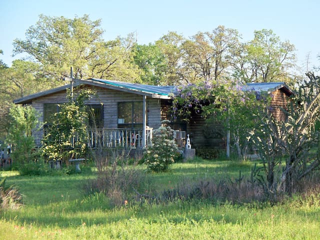 Horse Friendly Private House Very Close to Austin