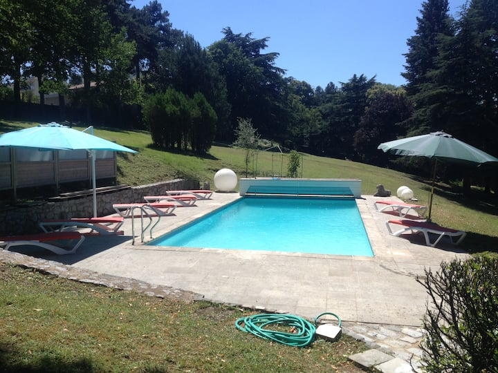 Les Lamas - House with a swimming-pool, jacuzzi and garden
