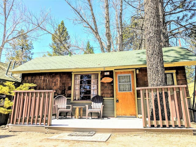 Sunset Cottage Adorable 1BR Lakeside Resort Couple's Cabin