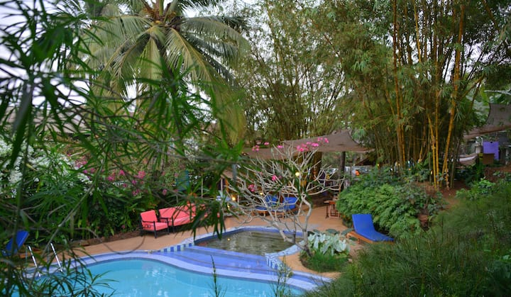 Spacious AC room with pool at Calangute