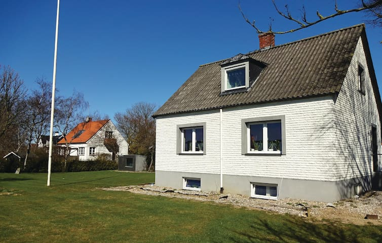 Holiday cottage with 2 bedrooms on 135m² in Ystad