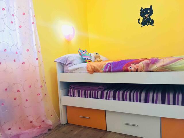 Dormitorio juvenil con 2 camas nido de 90cm