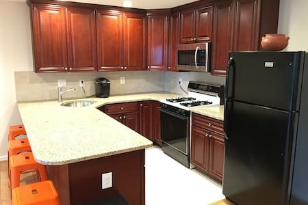 Modern, Newly Renovated Apartment - Rockville Pike - Leilighet