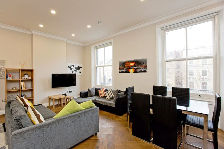 Huge 1 bed , South Kensington with sofa bed