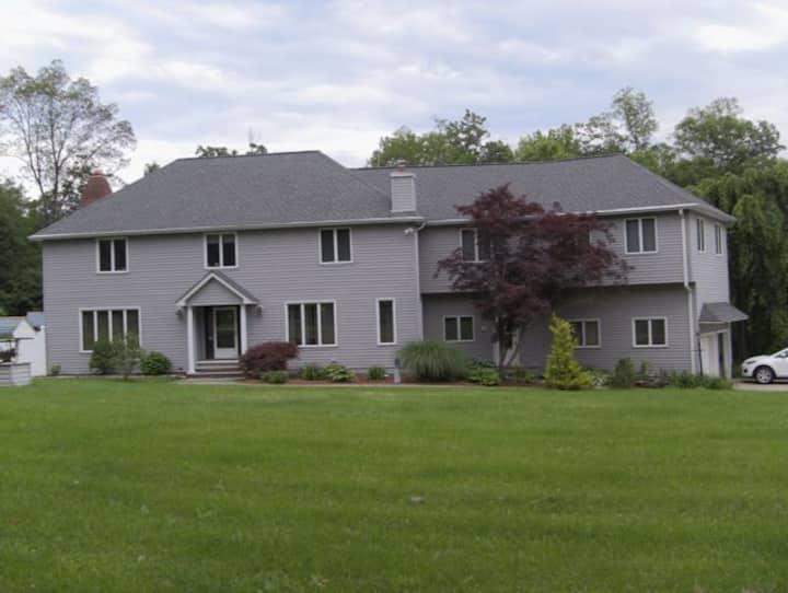"""Appalachian Dream"" - Lake View House w/ hot tub"