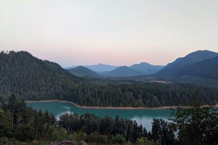 Alder Lake Lookout near Mt. Rainier