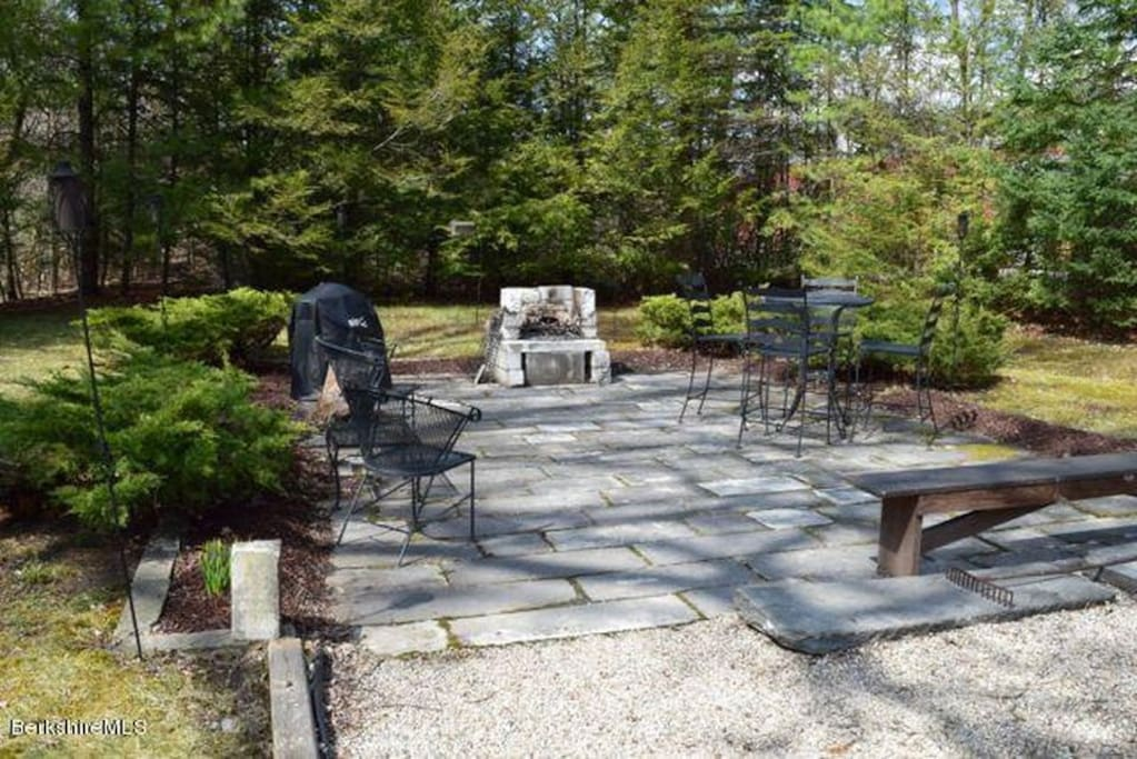 Back patio w/ marble firepit