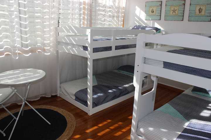 3rd bedroom with 2 lowline bunk beds