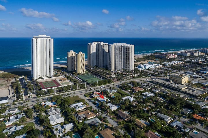 Upscale 2BR, Adjacent to Beach