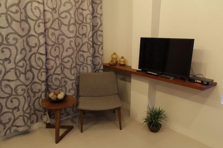 2 cozy Modern studios