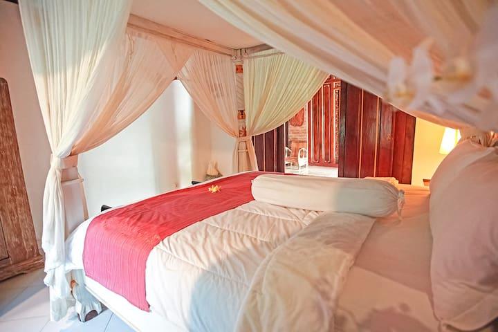 Guest master ensuite bedroom