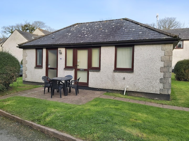 Two bedroom bungalow in idyllic Cornish setting