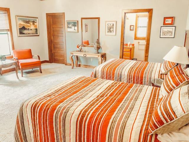 Nubbintown Lodge Room #1