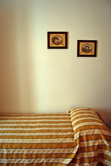 Il letto di destra!