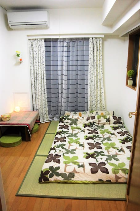 Double-sized Japanese Foton on Tatami, cozy place for couple, friends and family. Suitable for private trip and business 精緻小套房,交通方便適合出差,旅行,觀光等用途