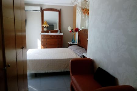 alquilamos una habitacion  en un atico - Borriana - Apartamento