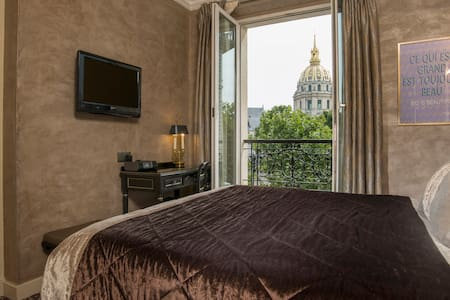 Romantic room with a view on the Invalides