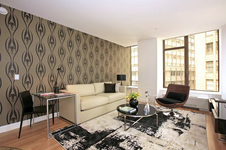 Professionally Cleaned, Stylish Studio in Luxury Building